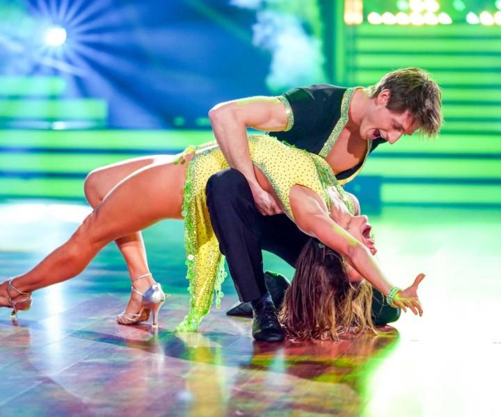 Moritz Hans und Renata Lusin tanzen Cha Cha Cha.  Bildrechte: Stefan Gregorowius/TV NOW